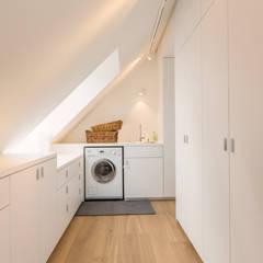 Penthouse Bogenhausen:  Ankleidezimmer von BESPOKE GmbH // Interior Design & Production,Modern