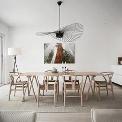 50 sfumature di bianco: Arredare total white: Sala da pranzo in stile  di Design for Love