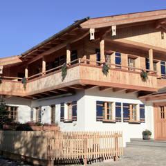 Häuser in der Wolfsgrube: landhausstil Häuser von w. raum Architektur + Innenarchitektur
