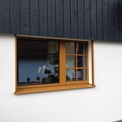 Harley Davidson zu Hause:  Fenster von w. raum Architektur + Innenarchitektur