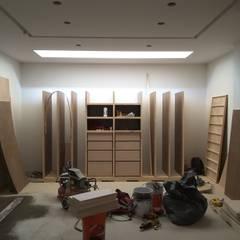Modern dressing room by homify Modern