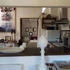 La casa de María: Cocinas de estilo  de FGMarquitecto
