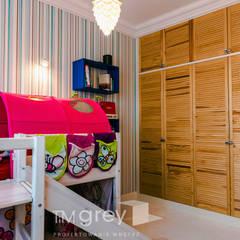 The eclectic Warsaw Apartment: styl , w kategorii Pokój dziecięcy zaprojektowany przez TiM Grey Interior Design