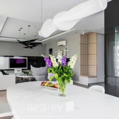 137m2 of Modern Design: styl , w kategorii Jadalnia zaprojektowany przez TiM Grey Interior Design