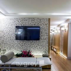 300m2 of classic elegance.: styl , w kategorii Spa zaprojektowany przez TiM Grey Interior Design