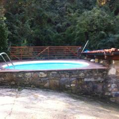 Casale nel Chianti: Piscina in stile  di Vivrevert et sport