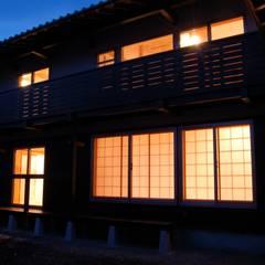 音の家 前橋市: 田村建築設計工房が手掛けた窓です。,ラスティック