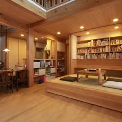 音の家 前橋市: 田村建築設計工房が手掛けたリビングです。