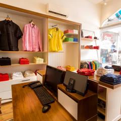 Pudu - Retail store, Safina Plaza, Bengaluru:  Shopping Centres by KRIYA LIVING