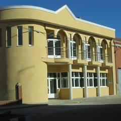 LADO OESTE: Hospitales de estilo  de ESTUDIO DE ARQUITECTURA FEDERICO GALVAN