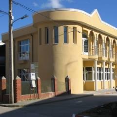 ALZADO NOROESTE: Hospitales de estilo  de ESTUDIO DE ARQUITECTURA FEDERICO GALVAN