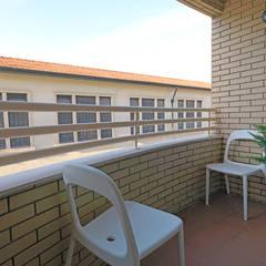 Apartamento alojamento local -Porto: Terraços  por Gabriela Mota