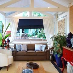 Studio 262 - arquitetura interiores paisagismoが手掛けたガレージ