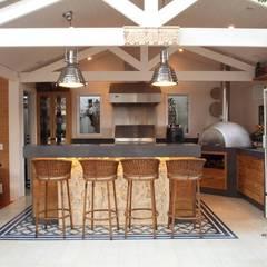 Garage/schuur door Studio 262 - arquitetura interiores paisagismo