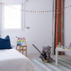 Home staging in cantiere: Stanza dei bambini in stile  di federica basalti home staging