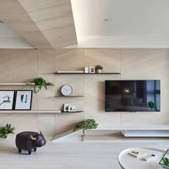 K-HOUSE:  客廳 by 思維空間設計  , 簡約風