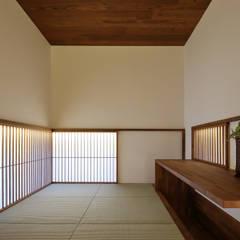 奥沢の家: アトリエ スピノザが手掛けた書斎です。