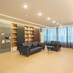 Salas / recibidores de estilo  por ARA