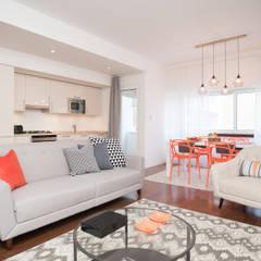Apartamento com vista para Lisboa: Salas de estar  por Margarida Bugarim Interiores