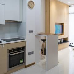 Kitchen:  Kitchen by Y&T Pte Ltd