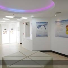 Showroom Kowa: Museos de estilo  por Arq6.0