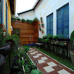 Garden by Adriana Baccari Projetos de Interiores, Eclectic