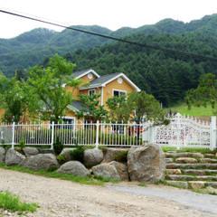 가평 마일리 목조주택: Timber house의  정원