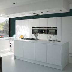 house VC-P:  Kitchen by Niko Wauters architecten bvba
