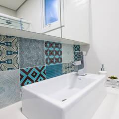 Antes e Depois de Banheiro: Banheiros tropicais por Camila Chalon Arquitetura