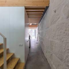 LAC Corredores, halls e escadas industriais por a*l - alexandre loureiro arquitectos Industrial
