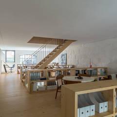 LAC: Escritórios e Espaços de trabalho  por a*l - alexandre loureiro arquitectos,Industrial
