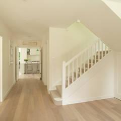 The Leys:  Corridor & hallway by Austin Design Works