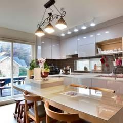 ห้องทานข้าว โดย Goodhaus, โมเดิร์น