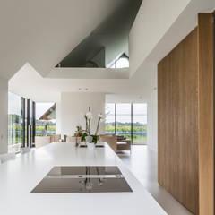 WOONHUIS BERLICUM:  Keuken door Maas Architecten