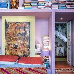 Dormitorios de estilo colonial por studioQ