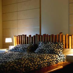 APPARTAMENTO MODERNO NEL QUARTIERE PRATI.: Camera da letto in stile  di studioQ