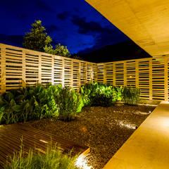 Casa 7A: Jardines de estilo  por Arquitectura en Estudio