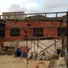 SOBRE TECHO QUINTA: Terrazas de estilo  por construrem c.j.111 c.a, Rústico Hierro/Acero