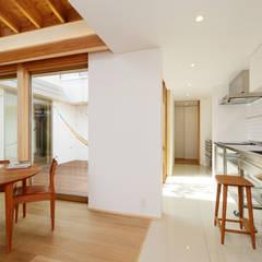 豊橋市 鳥畷の家: スタジオグラッペリ 1級建築士事務所 / studio grappelli architecture officeが手掛けたダイニングです。,モダン