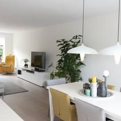 Compleet interieurontwerp met begeleiding en styling:  Eetkamer door JO&CO interieur,