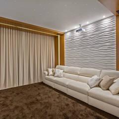 Casa Indaiatuba: Salas multimídia modernas por Designer de Interiores e Paisagista Iara Kílaris