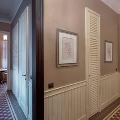 : Couloir et hall d'entrée de style  par Petr Kozeykin Designs LLC, 'PS Pierreswatch'