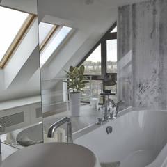 Mieszkanie z antresolą: styl nowoczesne, w kategorii Spa zaprojektowany przez Pracownia Kaffka