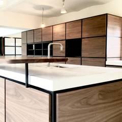 XL massief  terrazzo keukenwerkblad:  Keuken door QUINT&RONGEN