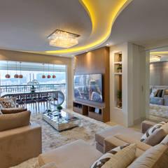 Living room by Designer de Interiores e Paisagista Iara Kílaris