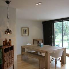 Esszimmer von KDF Arquitectura, Modern Massivholz Mehrfarbig