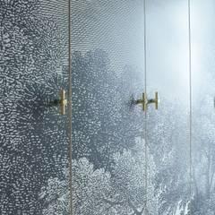 Klasyczna rezydencja: styl , w kategorii Garderoba zaprojektowany przez MG Interior Studio Michał Głuszak