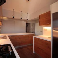 ÖZHAN HAZIRLAR İÇ MİMARLIK – NOB Apartment :  tarz Mutfak