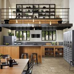 Rustic wood effect kitchen by Schmidt:  Kitchen by Schmidt Kitchens Barnet