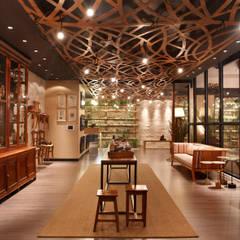 Casacor - Emporium Orgânico: Spas ecléticos por Priscila Boldrini Design e Arquitetura